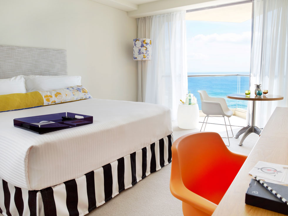 qt-gold-coast-king-ocean-view-room-01